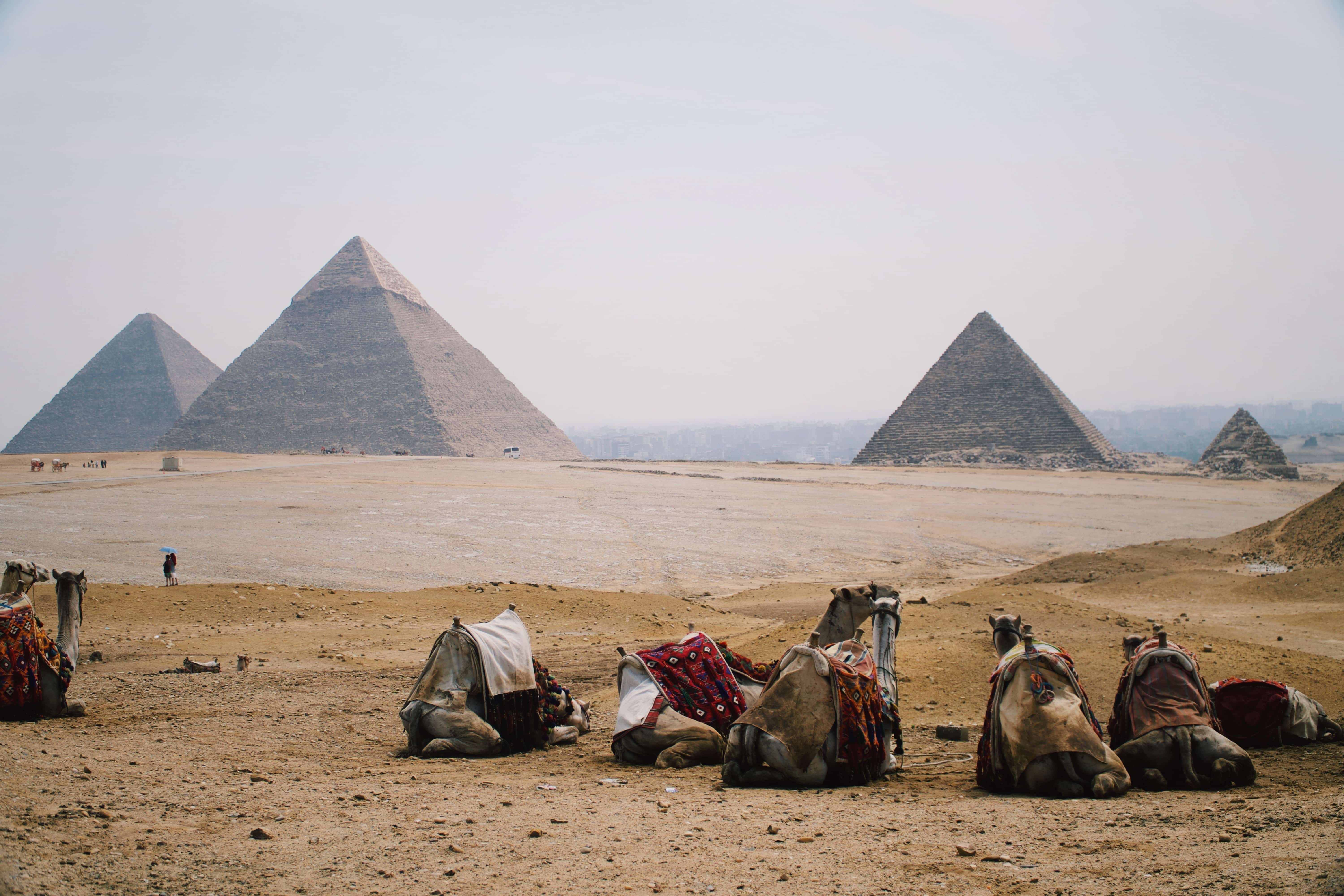 pyramids of giza construction
